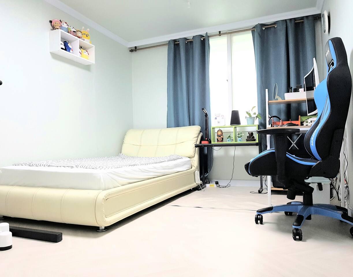 1인실 슈퍼싱글베드 (Super-single bedroom)
