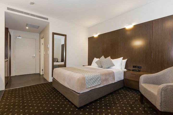 Bankstown Motel 10 - Deluxe Queen Room
