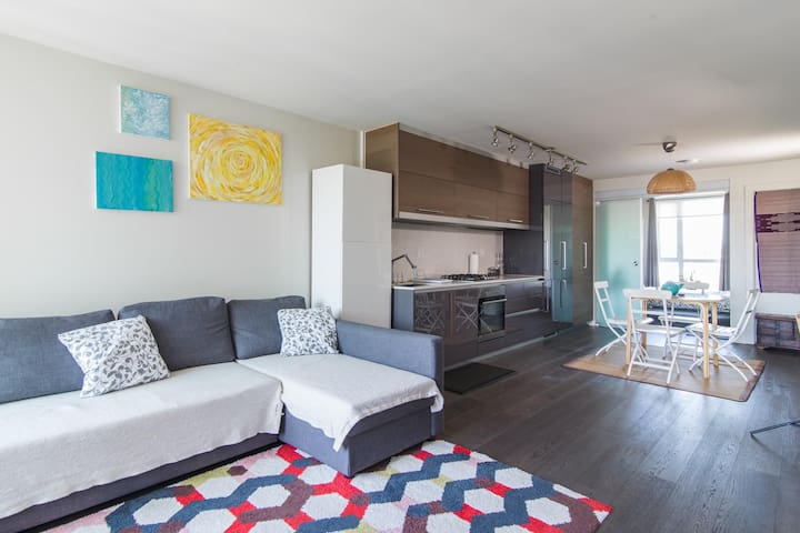 Spacious & Modern 1BR - DT views + Parking and AC!