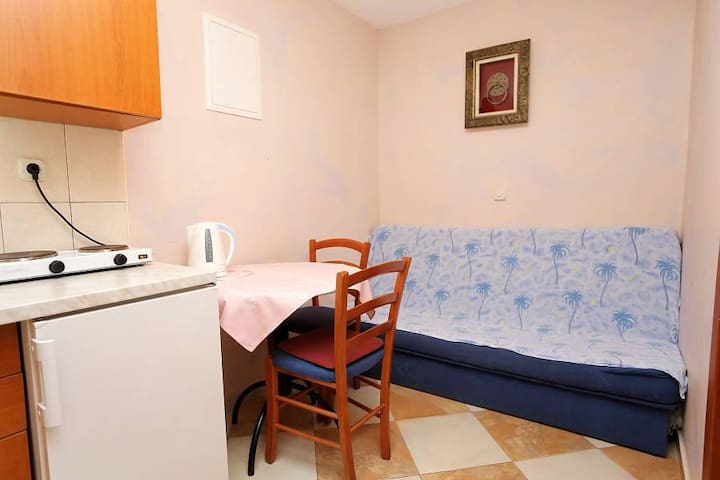 One bedroom apartment with air-conditioning Promajna, Makarska (A-10329-d) - Krvavica