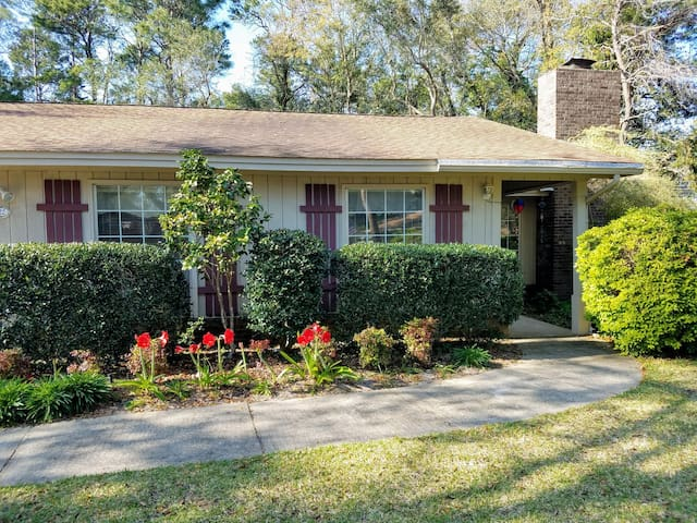 Entire 3B/2B house,  just minutes from Destin