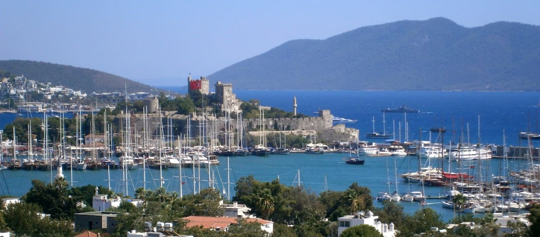 Amazing View in Downtown Bodrum - Bodrum - Rekkehus