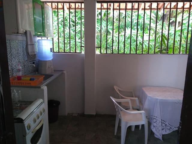 Kitnet completa centro  Nova Viçosa, wi-fi garagem