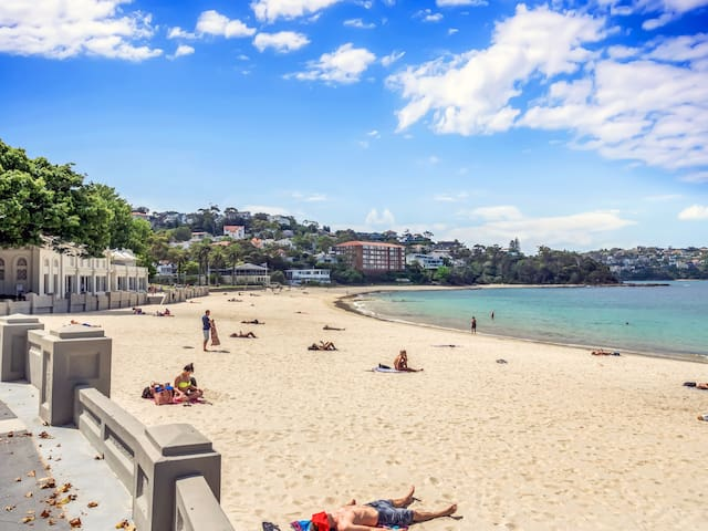 Breezy, sunny 2-bed a block from Balmoral beach