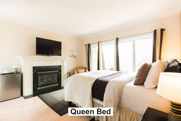 Queen-Standard-Ensuite with Shower-Woodland view-Fireplace, Main floor