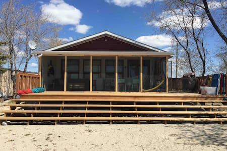 Gorgeous, Private, Beach-front Cottage on Lake MB!