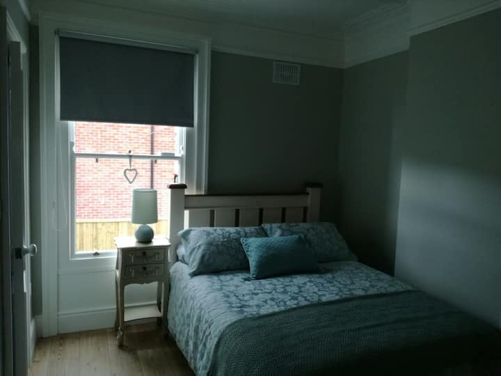 Room with Private Bathroom Close to City Centre