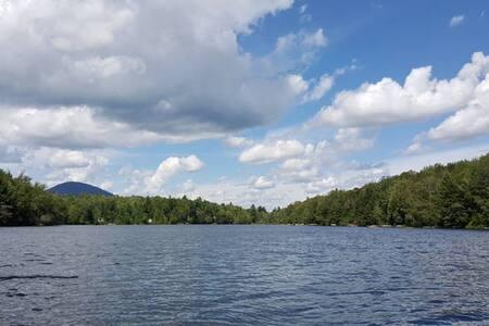 Bord du lac Malaga à 10 minutes du Ski Mont Orford - Austin