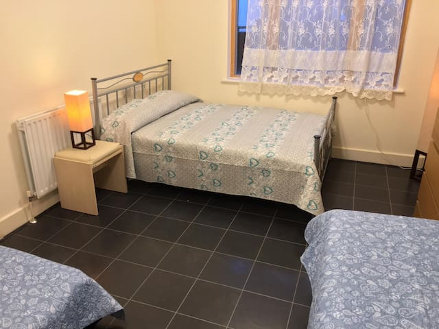 Under 10s stay free!Private Room in Central London