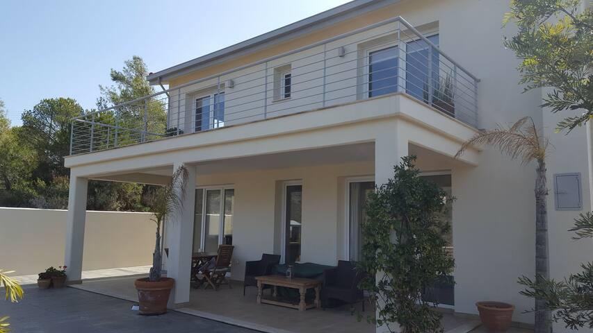 Modern villa with 360 degree view of mountains - Kalo Chorio