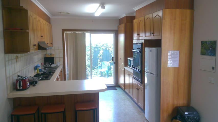 Quiet Belmont, 2Bdrm Short or long Stay for 1 - 4