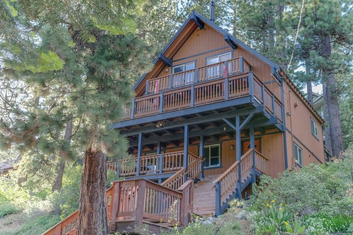 Views of the lake and minutes to ski resorts  in this private and spacious home