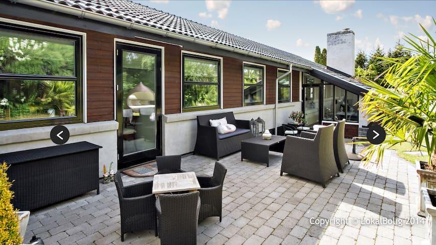 Fantastisk bolig med god beliggenhed - Stenløse - Hus