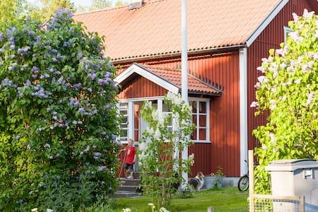 Charming cottage – Lerbo Asplund - Katrineholm