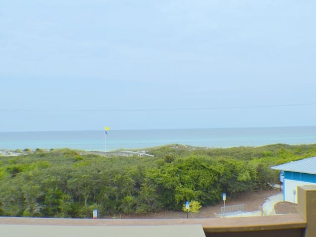 3rd Floor Condo With Gulf Views! Easy Beach Access and Community Pool!
