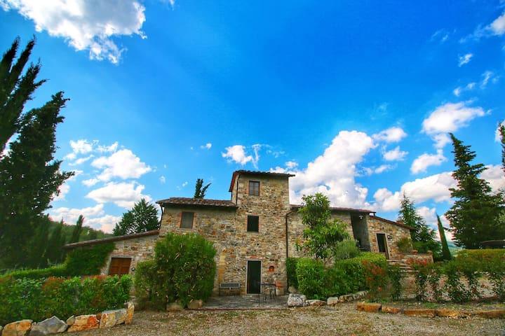 Bauernhaus mit Pool, Terrasse und Garten, nur wenige Gehminuten von Radda in Chianti