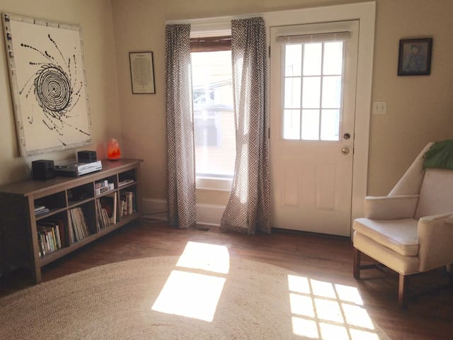 Adorable Walltown One Bedroom- Walk to Duke/9th St