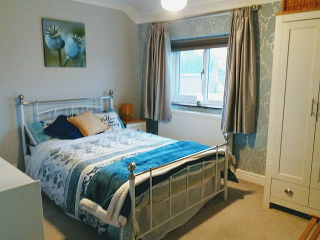 Large Single Bedroom in a Shared House in Pershore