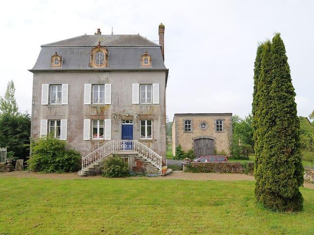Comfortable 'Maison de Maitre', sleeps 11 - Roullours - Casa