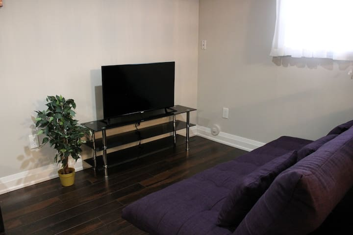 Cozy Mississauga Home+FREE PARKING