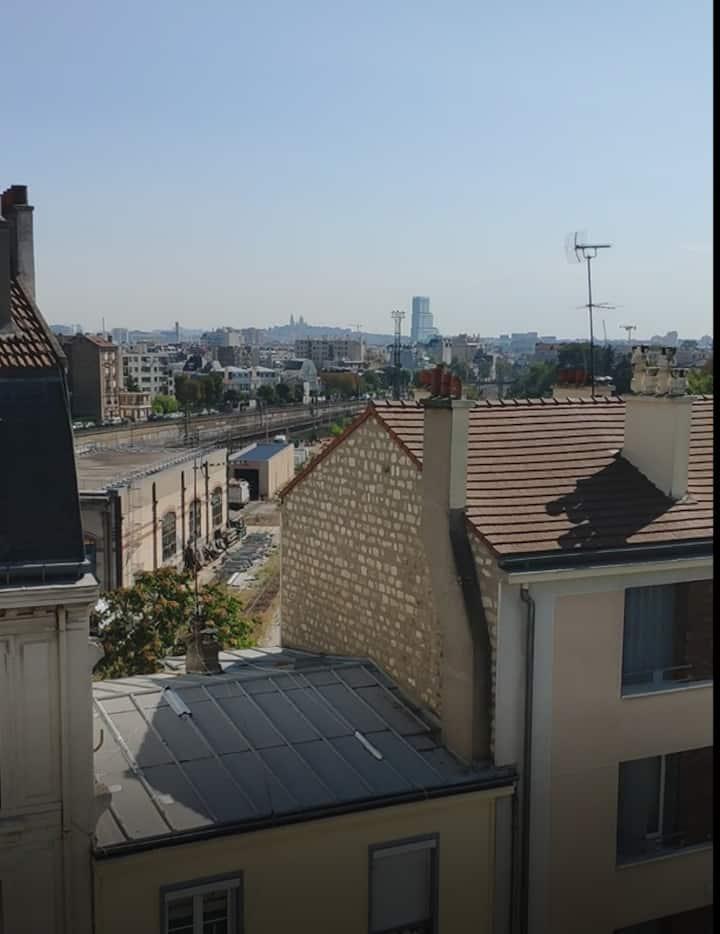 Cozy 2 bad room apartment 15 min to St Lazare