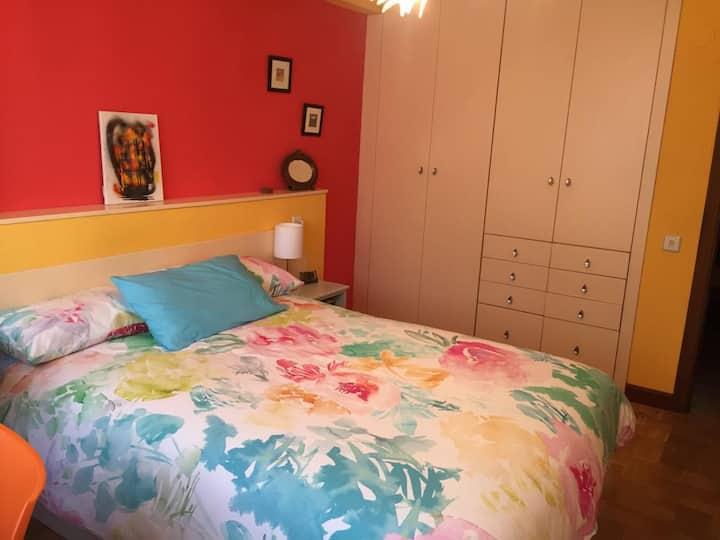 Habitación privada en Pamplona en casa con familia