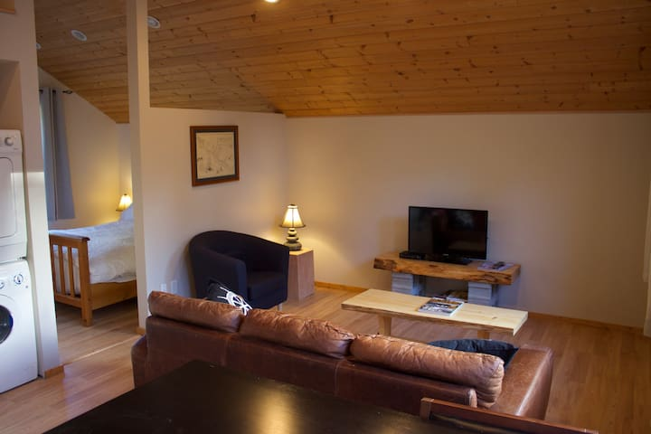 Chinook Guest Suite - Ucluelet - Gæstehus