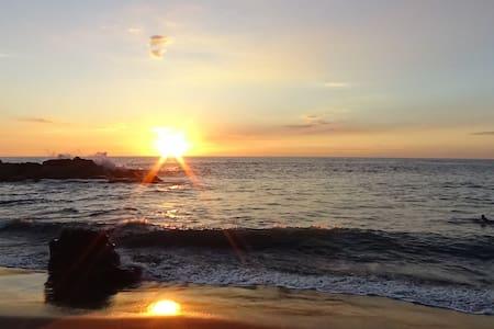 Caracolito (dorm), sol, mar, surf y buena vibra