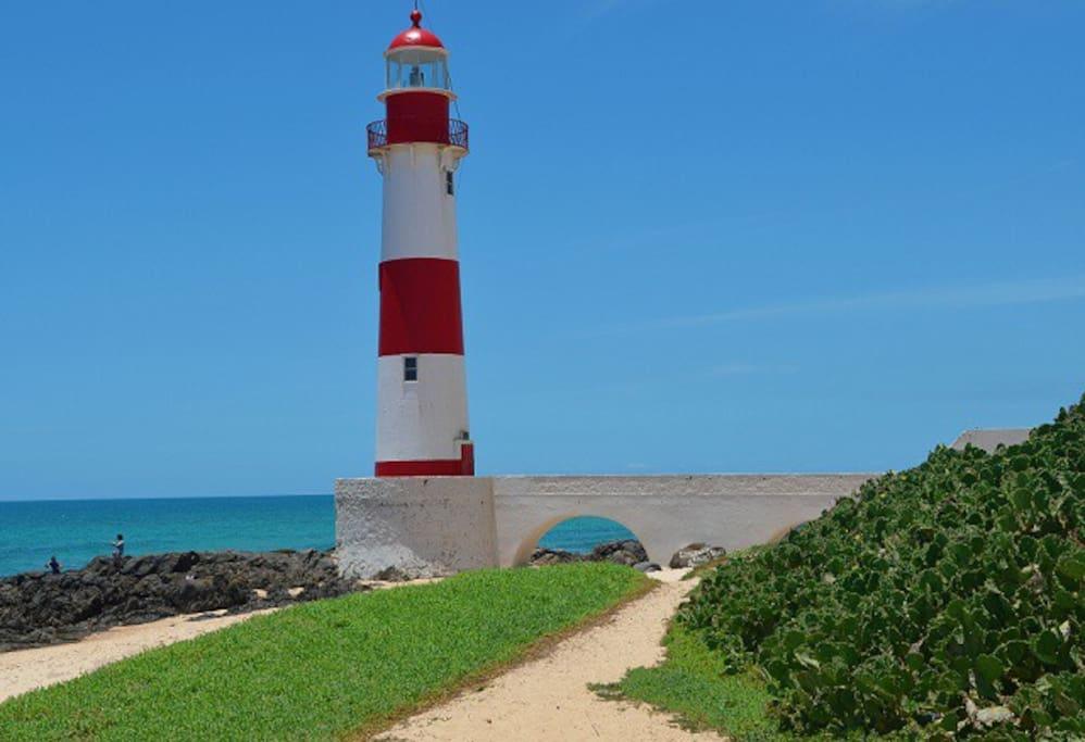 Próximo a praia e Farol de Itapuã. -  Foto: Fred Fran