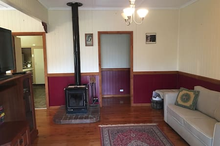 Cosy Cottage Getaway with furbabies inside too!