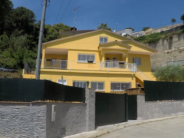 La Casita Amarilla casa de montaña cerca de Bcn
