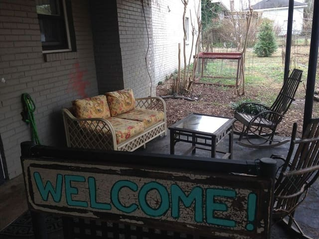 Garden Apartment--covered carport next to door - Nashville - Departamento