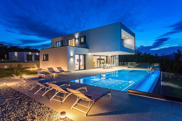 Luxury Villa SUNRISE DREAM with heated pool, jacuzzy, tennis court, sauna, 5000sqm plot