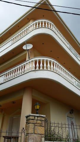 Πολυτελή διαμέρισμα 120τμ με luxury εξοπλισμό