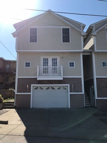 Private 4 bedroom on Federal Hill/ Down-town