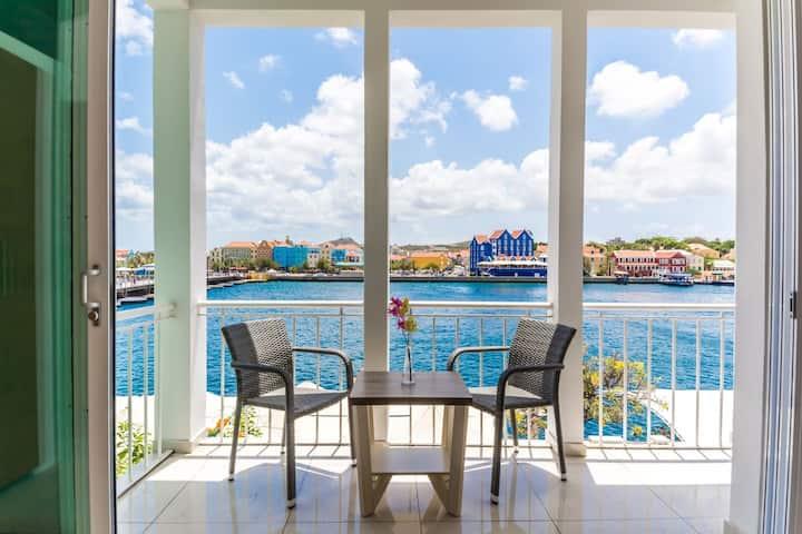 Luxurious Yacht View Apt w/ Balcony at Famous Handelskade