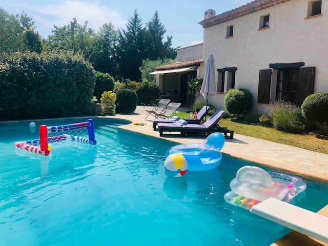 Villa provençale avec piscine et jardin privé