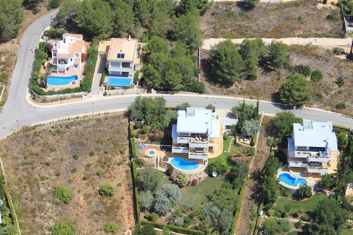 Luxury Villa with Pool Jacuzzi Golf