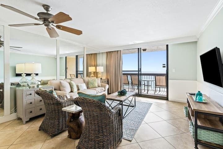 Gorgeous Condo, Multiple pools & splash pad, Near shops and dining!