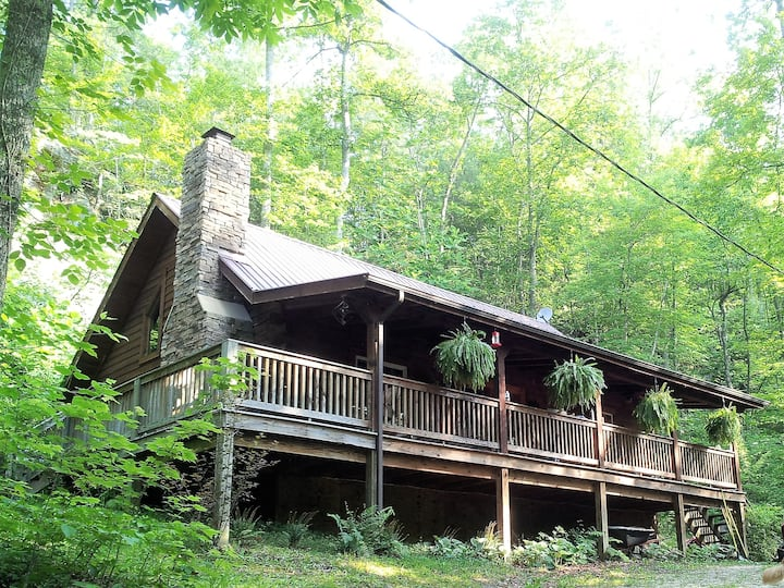Big Rock Log Cabin, Secluded