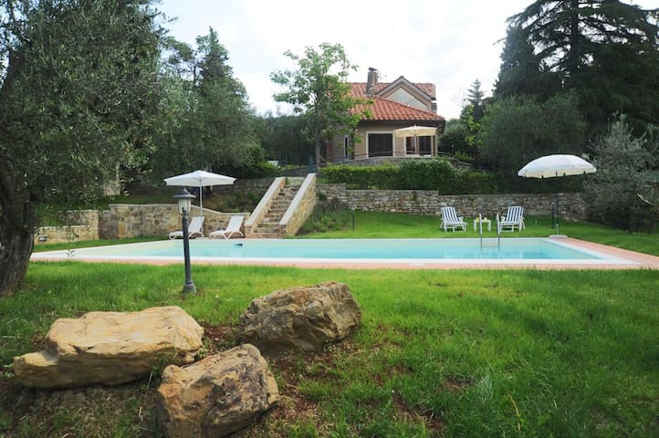 Villa with pool, amazing view on the Duomo