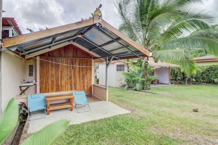 Colorful getaway w/ a furnished patio & volcano views in a great location!
