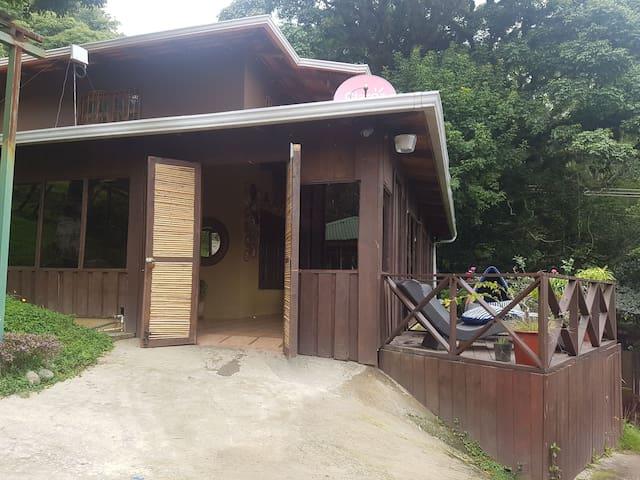Santa Ana bella casa de montaña parque eolico