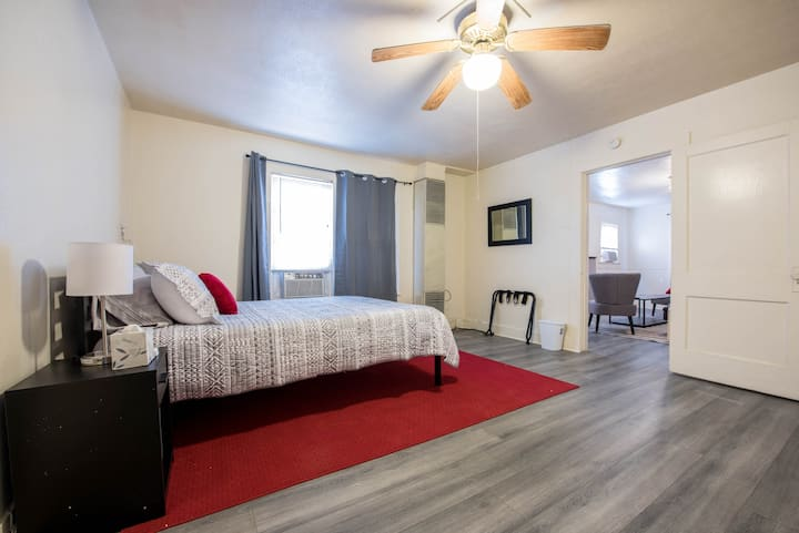 ◈ Cozy Flat on Main ◈ 1BR/1BA ◈ One Block To Tech
