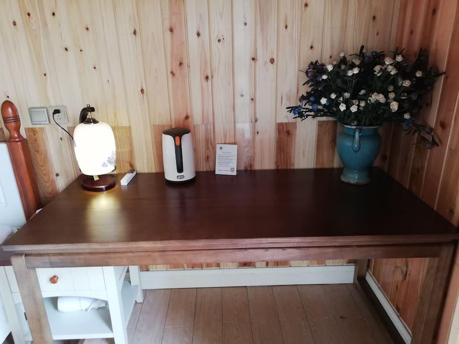 9号房室内长桌