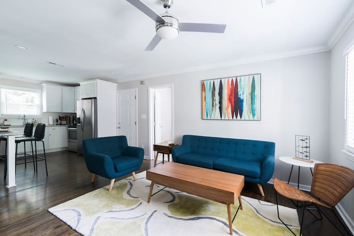 Modern and Remodeled Bungalow near Plaza and NoDa