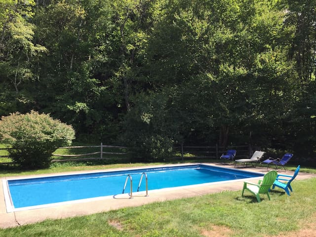 Sit by the Pool & Relax in Beautiful Grafton! - Grafton