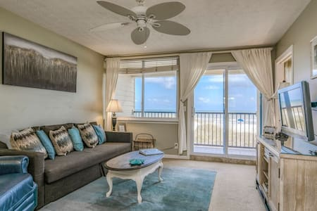 Oceanview Condo, 2 bedrooms, 1 bath (sleeps 6)