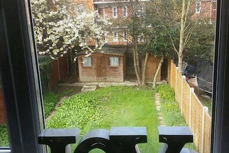 Hackney central/ Large and Friendly Double room - Londres - Casa