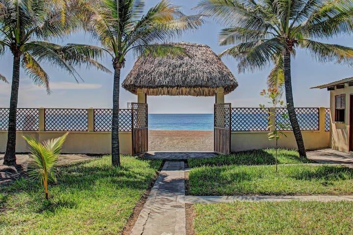 4BR Guatemala Villa w/Beach Access! - Guatemala-Stadt - Villa